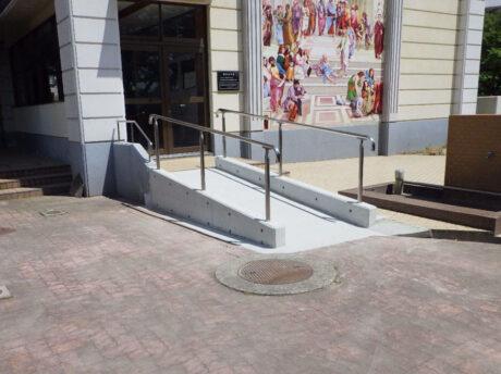 中学校スロープ整備工事